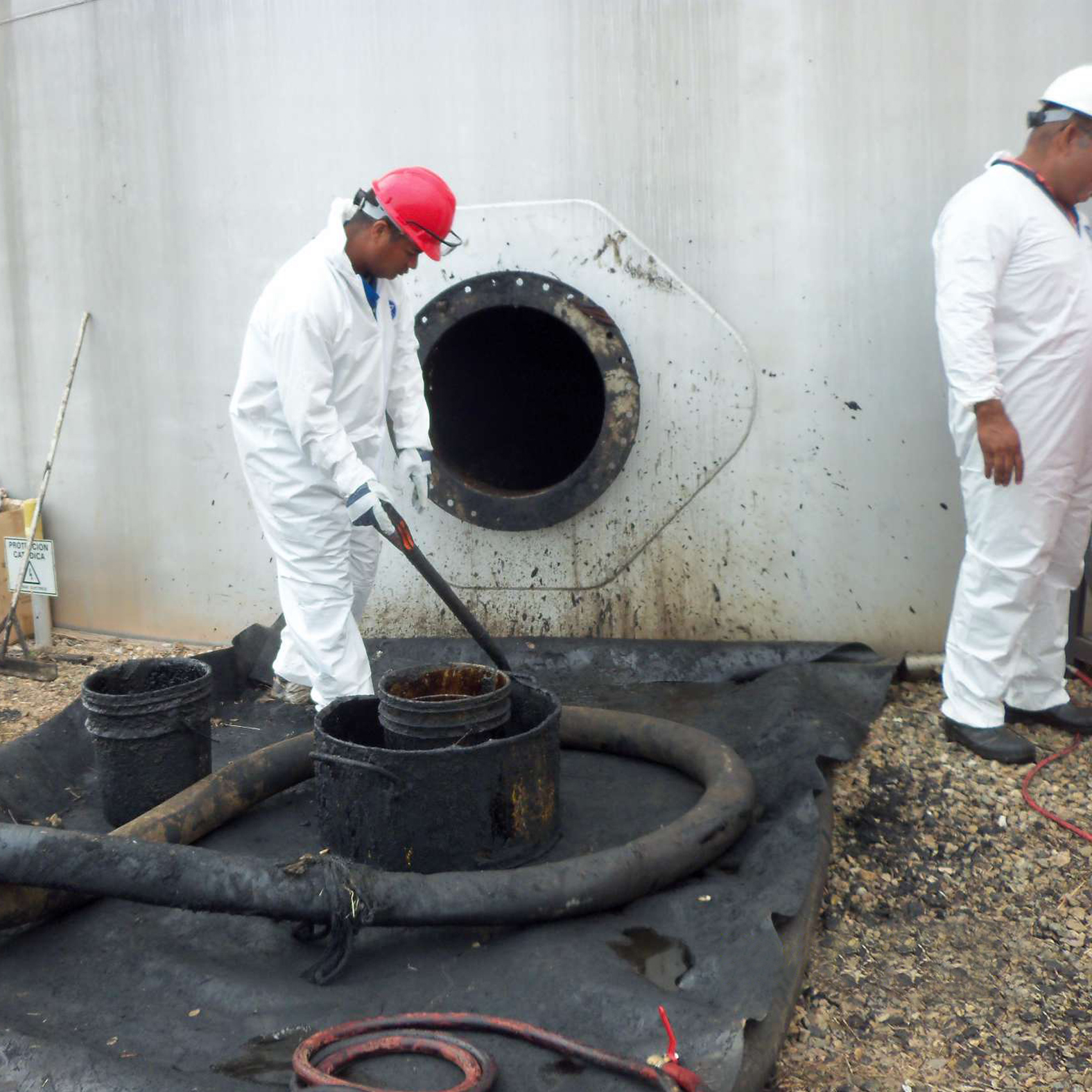 Industrial Tanks Cleaning